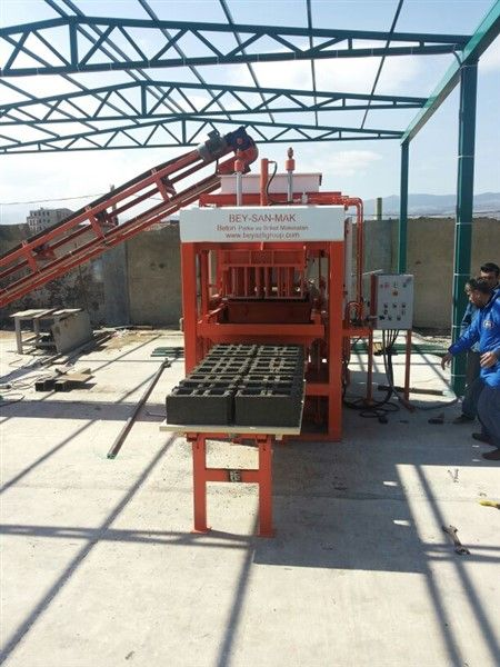 Concrete-Hollow-Block-Making-Machine-With-Good-Quality.jpg