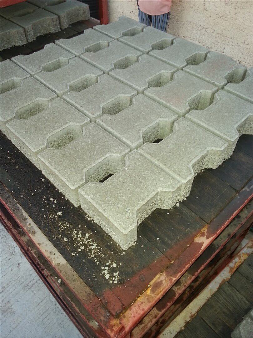 I-shape_paver_blocks.jpg