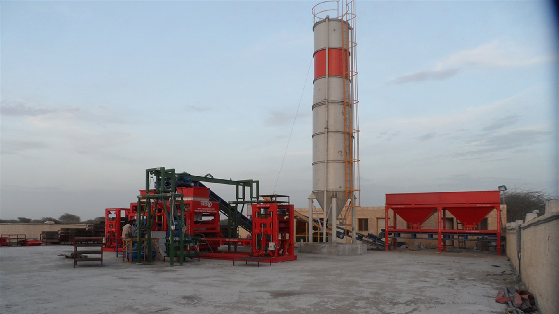 hollow_concrete_block_machine__full_plant_view.jpg