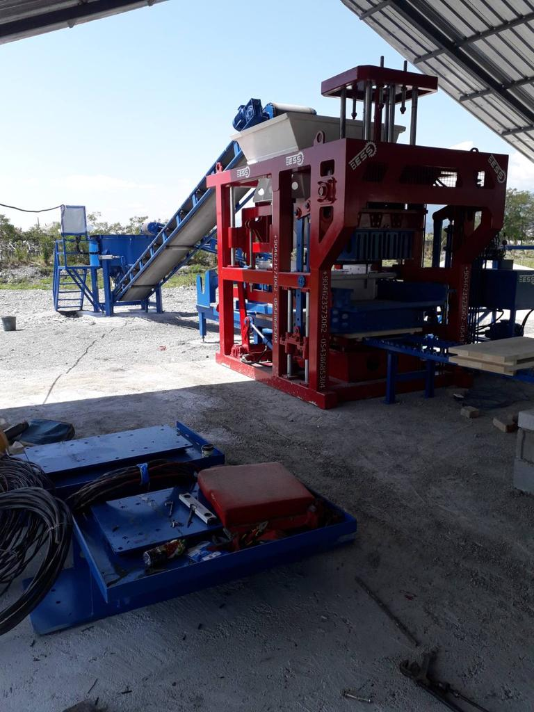 prs_600_semi-automatic_hollow_and_paver_block_machine.jpg