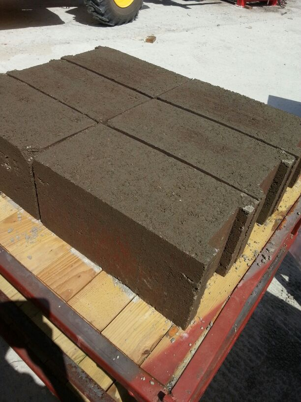 solid_concrete_blocks_2.jpg